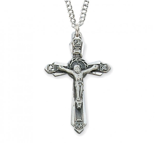 Women's Pointed Edge Wreath Center Crucifix Necklace - Silver