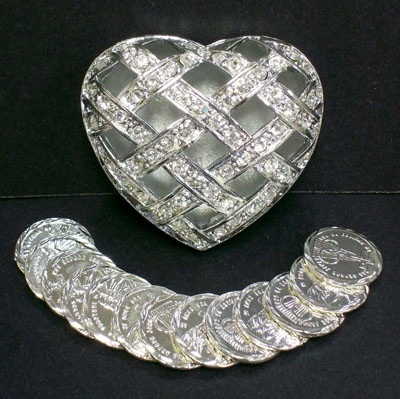 Silver Tone Arras in Crisscross Heart Box - Silver tone