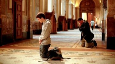 Why Do We Sit, Stand and Kneel at Catholic Mass?